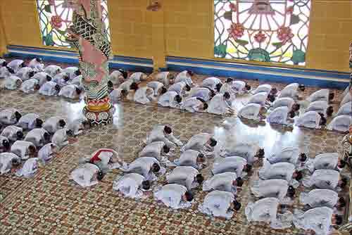 Qué diferencia hay entre Mahayana y Theravada